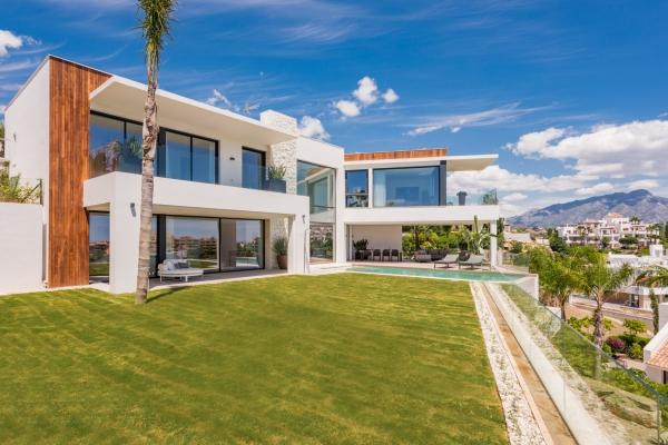 6 Bedroom6, Bathroom Villa For Sale in Capanes Sur, Benahavis