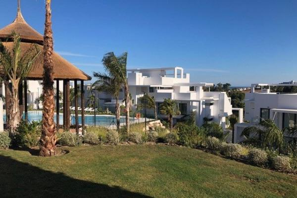 2 Bedroom, 2 Bathroom Apartment For Sale in Atalaya Hills, La Alqueria, Benahavis