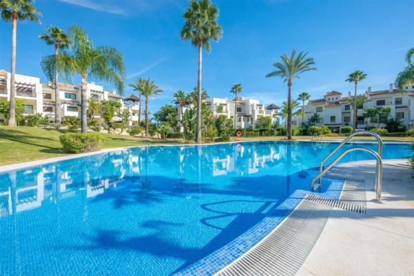 2 Bedroom, 2 Bathroom Apartment For Sale in El Mirador del Paraiso, La Alqueria, Benahavis