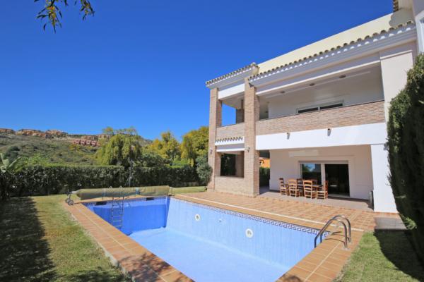 6 Bedroom, 5 Bathroom Villa For Sale in La Alqueria, Benahavis