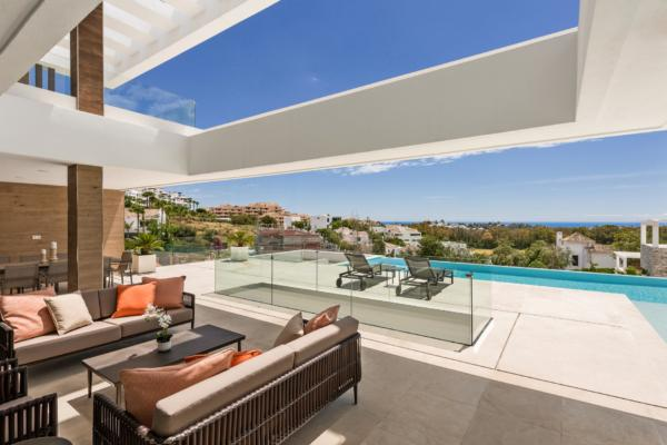 5 Bedroom, 5 Bathroom Villa For Sale in La Alqueria, Benahavis