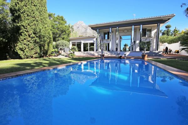 6 Bedroom, 6 Bathroom Villa For Sale in Marbella Hill Club, Marbella Golden Mile