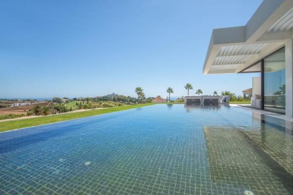 3 Bedroom, 2 Bathroom, Apartment for Sale in El Mirador del Paraiso, La Alqueria, Benahavis