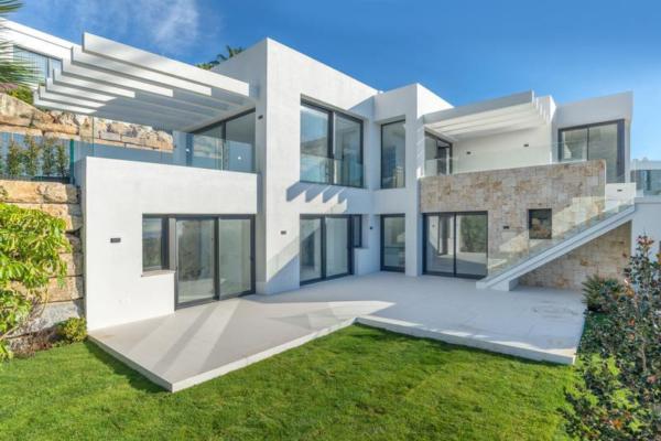 4 Bedroom, 4 Bathroom, Villa for Sale in El Mirador del Paraiso, La Alqueria, Benahavis