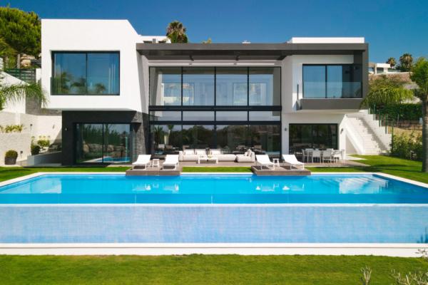 5 Bedroom, 5 Bathroom Villa For Sale in La Alqueria, Benahavis